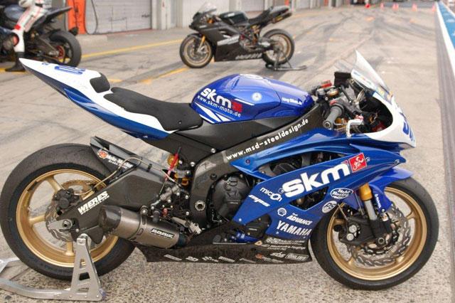 VDMT-YamR6RJ15-SMK-Moto-09-2010-swelte-0001.jpg