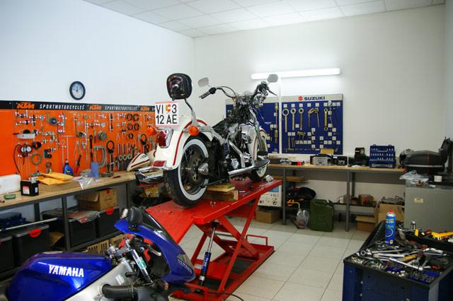 Motec wird gro motorrad news for Garage versailles 44